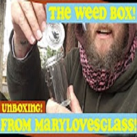 The Nov 2017 @MaryLovesGlass The Weed Box Is lit! Imma Open It For Ya! //@dsativa99 #glassholes