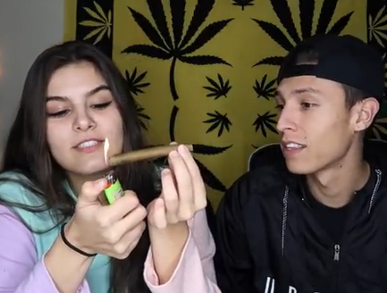 NameLess Stoners SMOKING A 5 GRAM BLUNT !!